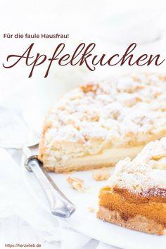 """Kuchen Rezepte: Apfelkuchen, der zwei Tage vorher gebacken wird. Nur dann ist er so schön saftig. Wir nennen ihn liebevoll den """"Kuchen für die faule Hausfrau"""". #kuchen #apfel #rezept #foodblog #deutsch"""
