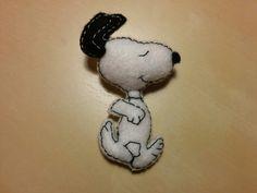 Broche de Snoopy hecho a mano con fieltro :)