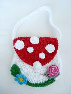 Crochet Purses Ideas Mushroom crocheted purse--so cute! Crochet Shell Stitch, Crochet Hook Set, Love Crochet, Crochet For Kids, Crochet Crafts, Yarn Crafts, Crochet Projects, Crochet Purse Patterns, Crochet Motifs