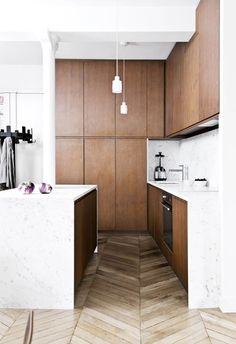 20 kitchens with clever design ideas to steal Time to cook up a new look? Be inspired to refresh and renovate the heart of your home with these 20 clever kitchen design ideas. Clever Design, Küchen Design, Layout Design, House Design, Design Ideas, Design Concepts, Apartment Kitchen, Home Decor Kitchen, Home Kitchens