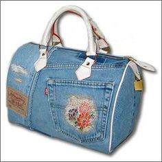 I can't read this language, but it's a fantastic showcase of what appear to be handmade denim bags.