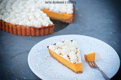 Przepyszna tarta. Charakteru dodają jej lekko słonawe ciasteczka i nuta pomarańczy. Porcja o wadze 110 g ma 4,5 wymiennika, w tym 2,5 WW i 2,0 WBT. Inspiracja - Kwestia smaku. 100g ma 275 kcal.