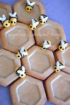 #honeycookies #bees #sugarbees #buttercookies #honey #beeshome #sweet #candybar #beedecoration #beeideas #idea #decoration Honey Cookies, Gingerbread Cookies, Bees, Sugar, Candy, Decoration, Desserts, Food, Gingerbread Cupcakes