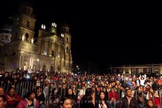 El público de #Moderatto esperando gozar de este gran concierto durante la clausura del #FCHToluca2015 en el zócalo de #Toluca www.vizualmexico.com.mx