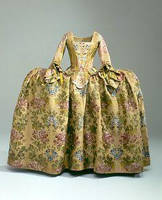 Wedding dress from 1766 (Danish). Brudekjole anvendt i 1766 da den  24-rige Mette Bagges Kjr blev gift med kbmand Peder Tang i Ringkjbing. @Nationalmuseet