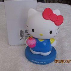 Sanrio 2013 Hello Kitty Holding Cupcake Bobblehead