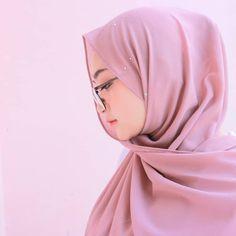Arab Girls Hijab, Girl Hijab, Muslim Girls, Hijab Niqab, Hijab Chic, Mode Hijab, Beautiful Muslim Women, Beautiful Hijab, Muslim Fashion