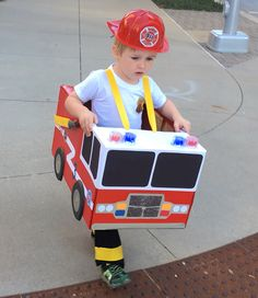 Fire truck diy cardboard boxes halloween costumes 59 ideas for 2019 Boxing Halloween Costume, Toddler Boy Halloween Costumes, Soirée Halloween, Kids Costumes Boys, Fairy Halloween Costumes, Diy Fireman Costumes, Toddler Fireman Costume, Halloween Parties, Theme Bapteme