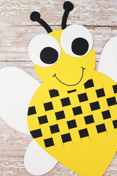 This Paper Weave Bumble Bee is a wonderful classroom project! How cute would these Bees look on a bulletin board? Bee Crafts For Kids, Projects For Kids, Bee Template, Weaving For Kids, Bee Supplies, Paper Crowns, Paper Weaving, Classroom Projects, Bee Art