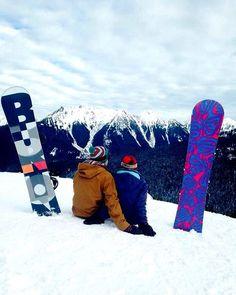 Cute Snowbording. ❄️❄️❄️ *** credit to @gotoworld1 #snow #snowboarding #winter #snow #balanceisbliss #coldhands #fahrenheit #fahrenheitai #warmgloves #warmsocks #heatedgloves #heatedsocks #wintersports #gotomountains #mountains #mountainlovers #powdertothepeople #ice #ski #skiing #skating #climbing #playoutside #ice #freeski #health #wildspirit