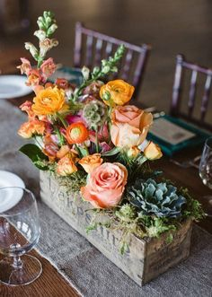 #Roses: Try this unexpected take on a centerpiece: Plant your stems in aged wood boxes. A mix of blooms and heights give this arrangement a relaxed organic feel well suited for a rustic celebration. http://ift.tt/2FJWJm1