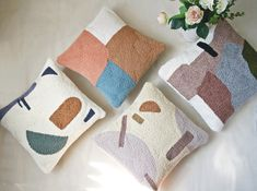 Diy Pillows, Throw Pillows, Punch Needle Patterns, Textiles, Diy Embroidery, Diy Arts And Crafts, Rug Hooking, Knitting Designs, Print Patterns
