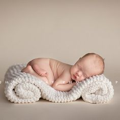 Newborn photography pose ideas 93