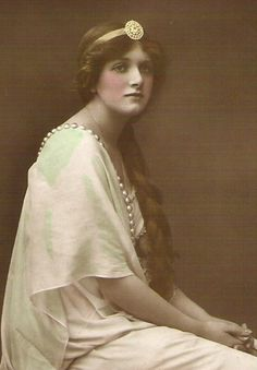 Gladys Cooper, Stage Actress (188-1971)