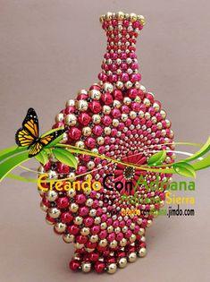NAVIDAD - CREANDOCONADRIANA Smocked Baby Clothes, Beaded Crafts, Beaded Bags, Beading Ideas, Diy Necklace, Bead Art, Garden Design, Arts And Crafts, Beads