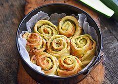 Torta di rose zucchine e salmone in 10 minuti, ricetta con pasta sfoglia