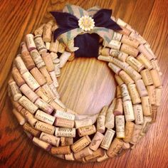 Spring Wine Cork Wreath - way better than your traditional Easter wreath! I need this but I wonder if Molli uses wreaths? Wine Craft, Wine Cork Crafts, Wine Bottle Crafts, Wine Cork Wreath, Wine Cork Art, Wine Cork Centerpiece, Diy Cork, Wine Bottle Corks, Bottle Candles