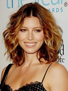 32 best tendencias 2014 images on pinterest colourful hair jessica biel looks great with this medium length hair style that good to go in 5 minutes wish i could pull this thing off solutioingenieria Gallery