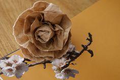 Fleur en papier KRAFT réalisé par Marylou