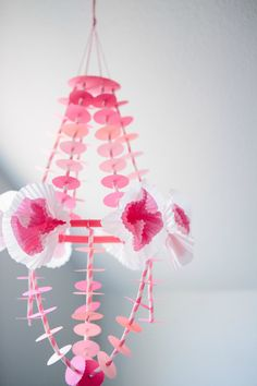 DIY Paper Chandelier in shades of pink ranging from blush to berry! Kids Chandelier, Chandeliers, Paper Chandelier, Christmas Wood, Retro Christmas, Diy For Kids, Crafts For Kids, Straw Crafts, Papier Diy