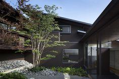 enclosed courtyard / House en Sayo / Den Nen Architecture