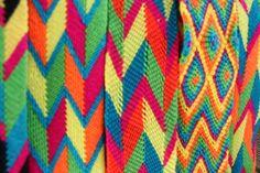 #wayuu #patterns Tapestry Crochet Patterns, Fiber Art, Uni, Textiles, Beads, Sewing, How To Make, Handmade, Crafts