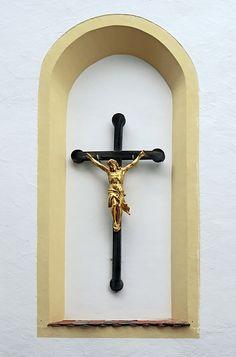 Der unsre Sünde selbst hinaufgetragen hat an seinem Leibe auf das Holz, damit wir, der Sünde abgestorben, der Gerechtigkeit leben. Durch seine Wunden seid ihr heil geworden. 1. Petrus 2,24 Du hast am Kreuz gehangen für alle meine Sünd`;  weil du dich hingegeben, bin ich ein Gotteskind.  Die Sündenketten rissen, trotz aller Feinde Wut,  für mein verwirktes Leben vergossest du dein Blut.  Frage:  Nehmen wir uns jeden Tag Zeit, um Jesus für seinen Opfertod am Kreuz zu danken?