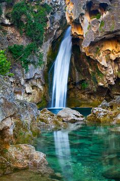 Beautiful waterfalls in Sierra de Cazorla, Spain Oh The Places You'll Go, Places To Travel, Places To Visit, Andalucia Spain, Andalusia, Parc National, National Parks, Photos Voyages, Beautiful Waterfalls