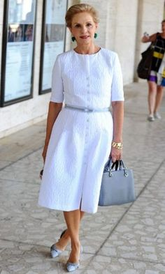 Smart & Stylish Carolina New York Fashion Week. Mature Fashion, Fashion Over 50, New York Fashion, Milan Fashion, Day Dresses, Nice Dresses, Summer Dress, Robes Midi, Advanced Style