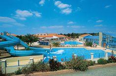 Camping Les Dunes is een grote, ruim opgezette camping aan de rand van een beschermde duinzone. De camping heeft onder andere een overdekt zwembad en twee openluchtzwembaden, een bubbelbad, tennis, tafeltennis, basketbal-, voetbal- en volleybalterrein, wasserette, fietsverhuur en boogschieten. In het hoogseizoen is er voor de kinderen ook een miniclub. Camping Les Dunes ligt op ca. 100 m van het strand van Brétignolles en op ca. 4 km van het centrum van #Bretignolles. Officiële categorie…