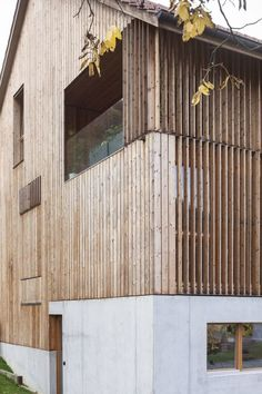 Turning an old mill barn into a series of four duplex apartments, the Conversion Mill Barn by Beck + Oser Architekten in Hofstetten-Flüh, Switzerland does Timber Architecture, Residential Architecture, Contemporary Architecture, Architecture Details, Wood Facade, Timber Cladding, Exterior Cladding, Wood Siding, Wood Structure