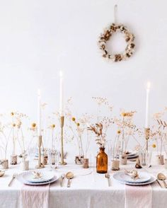 Gorgeous Tablescapes for the Perfect Thanksgiving---> Inspiring Thanksgiving Table Settings! Gorgeous Tablescapes for the Perfect Thanksgiving---> Decoration Table, Table Centerpieces, Wedding Centerpieces, Wedding Decorations, Thanksgiving Table Settings, Thanksgiving Tablescapes, Modern Minimalist Wedding, Wedding Photo Props, Deco Floral
