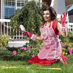 Onze rode Gloveables met ruit. Vrolijk de tuin in! Te koop op www.funables.nl