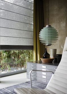 The blind is a type of curtain that controls the entry of lighting into the environment, it is an alternative for those who want to replace traditional House Blinds, Blinds For Windows, Fabric Blinds, Curtains With Blinds, Window Coverings, Window Treatments, Vertical Blinds Cover, Types Of Curtains, Interior Minimalista