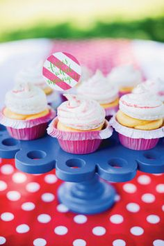 Whimsy Carnival #Wedding #Cupcakes