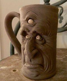 Se eu pudesse, teria uma coleção muito maior de canecas, xícaras e copos na minha casa. O problema é que chega uma hora que a gente não tem mais onde guardar as coisas, então acabo optando pela pra…