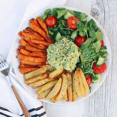 ✨ 1000th POST ✨ Lunch today consisted of crispy baked potatoes, avo & salad Whether potatoes are baked, steamed, boiled etc… they always tastes so good My recent obsession has been mashed...