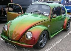 This paint job looks just like one of those shiny-backed beetles you see in your garden. But with Frenched Headlights coool! Beetles Volkswagen, Auto Volkswagen, Vw T1, Ferdinand Porsche, My Dream Car, Dream Cars, Vans Vw, Bug Car, Mini Cooper