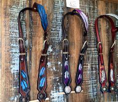 Le chouchou de ma boutique https://www.etsy.com/ca-fr/listing/475360961/western-headstall-one-ear-feather-bridle