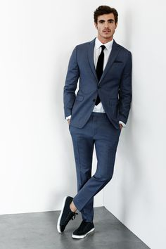 How To Wear Sneakers with a Suit - Dress For Success Suits And Sneakers, How To Wear Sneakers, Dress With Sneakers, Shoes Sneakers, Look Formal, Formal Suits, Formal Dress, Prom Dress, Mens Fashion Suits