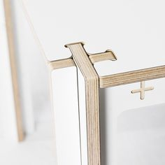 Flat-pack table design