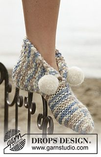 Knitted slippers with pompons in Eskimo Free knitting pattern by DROPS Design. Knit Slippers Free Pattern, Knitted Slippers, Crochet Baby Booties, Crochet Slippers, Knit Crochet, Free Crochet, Crochet Gifts, Knitting Socks, Knitting Stitches