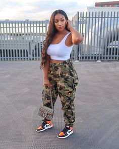 Image may contain: one or more people, people standing, shoes, sky and outdoor Cute Tomboy Outfits, Curvy Girl Outfits, Chill Outfits, Dope Outfits, Retro Outfits, Plus Size Outfits, Summer Outfits, Casual Outfits, Fashion Outfits