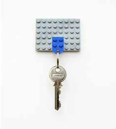 How to: Make a DIY Lego Key Holder.and of course the Lego Storm Trooper. Do It Yourself Inspiration, Diy Inspiration, Legos, Lego Key Holders, Diy Lego, Lego Craft, Craft Kids, Lego Lego, Ideias Diy