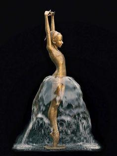 Absolut sehenswerte Skulpturen aus Bronze entwirft die aus dem polnischen Lodz stammende Bildhauerin Malgorzata Chodakowska… inkl. Springbrunnen-Effeketen!