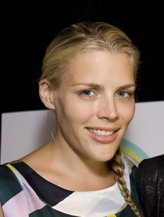 Busy Philipps casual hairstyles
