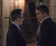 Finch and Reese discuss a plan.