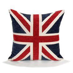 Chambre d'ado : coussin, tapis et lampe style London pour une déco so british ! - Pour apporter la touche finale à votre déco Londres, rien de tel qu'un petit coussin Union Jack. Coussin Alinéa : 30% Coton et 70% polyester - coloris bleu, blanc et rouge - 45 x45 cm.Prix : ... - Les ados raffolent de la déco qui fait référence à la capitale britannique. Découvrez notre sélection d'objets déco estampillés Londres.