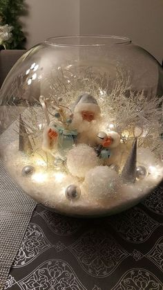 Here are the best DIY Christmas Centerpieces ideas perfect for your Christmas & holiday season home decor. From Christmas Vignettes to Table Centerpieces. Easy Christmas Crafts, Rustic Christmas, Christmas Projects, Simple Christmas, Christmas Holidays, Christmas Wreaths, Christmas Gifts, Christmas Scenes, Magical Christmas