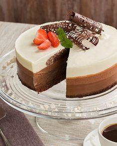 Juhlava suklaamoussekakku Tart Recipes, Sweet Recipes, Baking Recipes, Healthy Treats, Vegan Desserts, Cheesecakes, Cake Cookies, Sweet Treats, Food And Drink